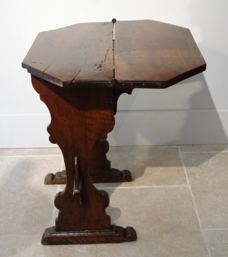 17th Italian table with flap  - Furniture Style Louis XIII