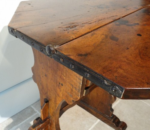 17th Italian table with flap  -