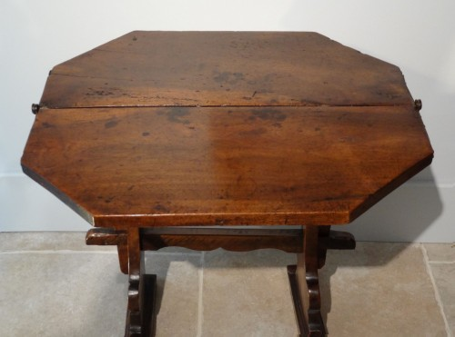 17th century - 17th Italian table with flap