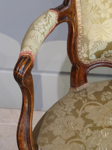 French Provincial (Lyon) pair of Louis XV Fauteuils  - Louis XV