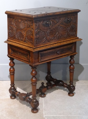 Small 17th Century Oak Chest - Furniture Style Louis XIII