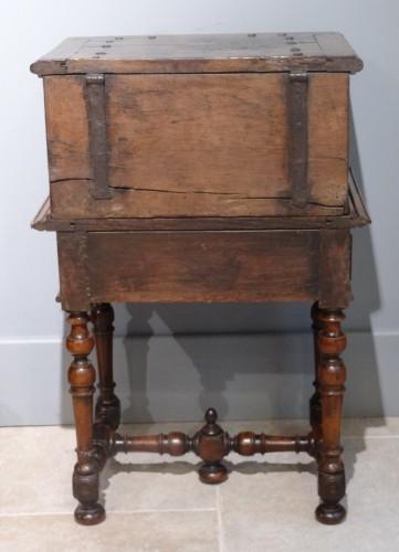 Furniture  - Small 17th Century Oak Chest