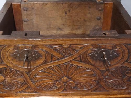 17th century - Small 17th Century Oak Chest