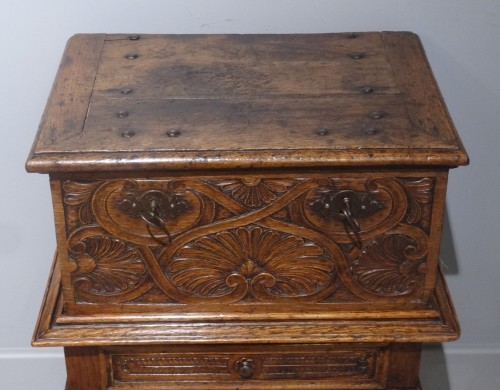 Small 17th Century Oak Chest - Louis XIII