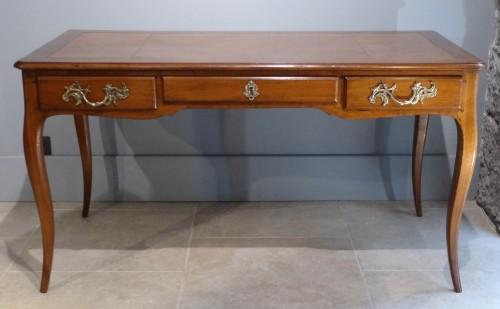 Antiquités - French provincial Louis XV Bureau plat