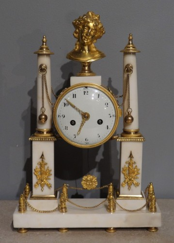 Early 19th century marble and bronze mantel clock