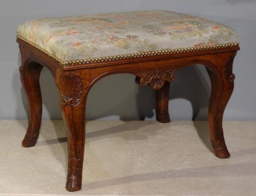 Early 18th century walnut stool - Seating Style French Regence