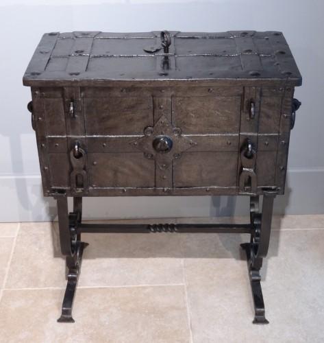 """Antiquités - Wrought Iron Chest """"coffre De Marine"""" 17th Century"""