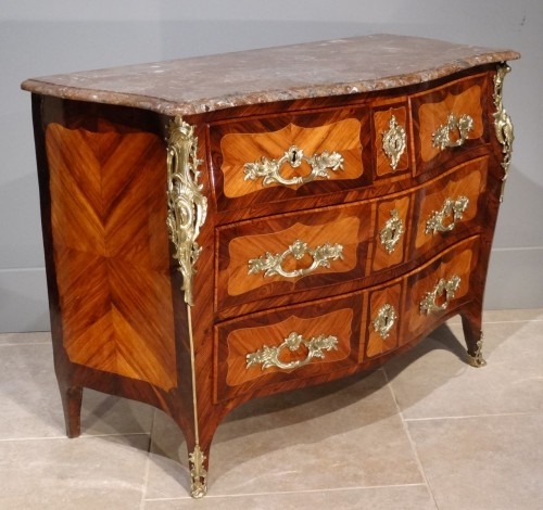 "French parisian Louis XV commode stamped ""Pierre ROUSSEL"" 18th century - Furniture Style Louis XV"
