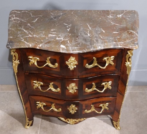 Antiquités - Small Parisian commode, 18th century