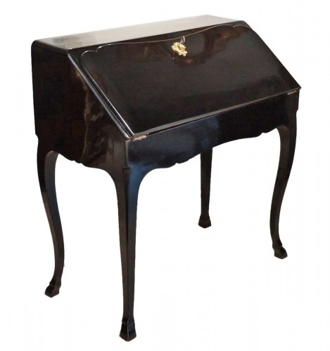French Louis XV Bureau de pente by Jean François Hache around 1761