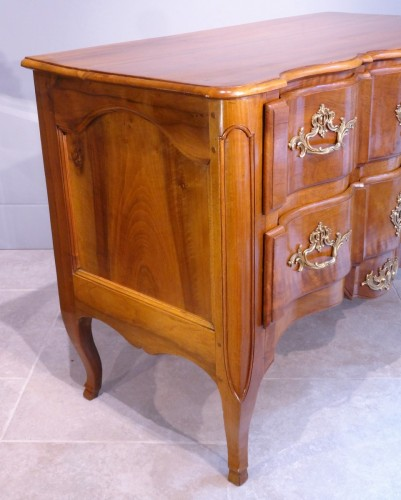 Furniture  - French Louis XV Commode, walnut, 18th century