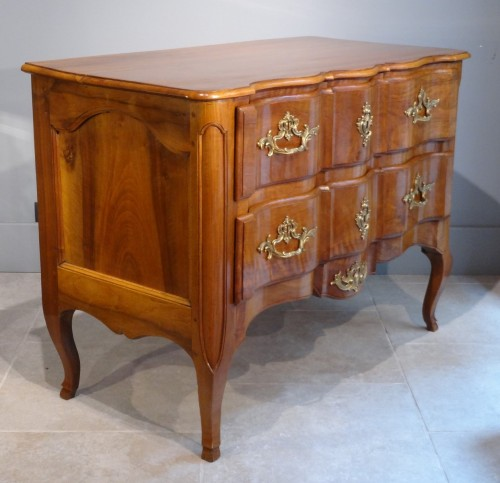 French Louis XV Commode, walnut, 18th century -