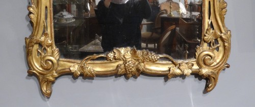 French Louis XV mirror in gilded wood, 18th century - Mirrors, Trumeau Style Louis XV