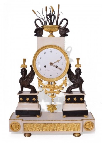 "French Directoire clock with ""sphinxes"", in bronze and marble, early 19th"