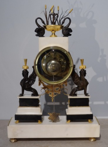 "Antiquités - French Directoire clock with ""sphinxes"", in bronze and marble, early 19th"