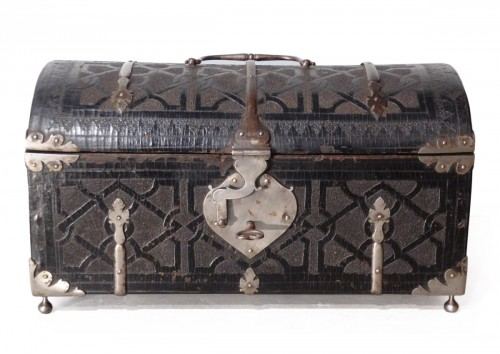 Box curved leather and wrought iron,  17th century