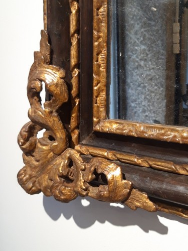 Italian mirror in gilt wood 17th century - Mirrors, Trumeau Style Louis XIV
