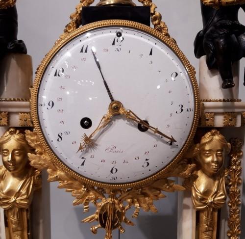 French Parisian Pendulum Louis XVI, Revolutionary, Late 18th Century - Clocks Style Louis XVI