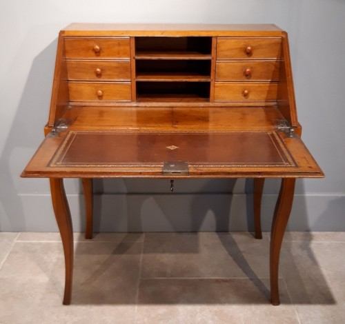 """French Louis XV desk called """"dos d'âne"""", 18 th century - Furniture Style Louis XV"""