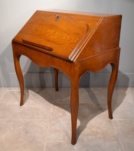 """Furniture  - French Louis XV desk called """"dos d'âne"""", 18 th century"""