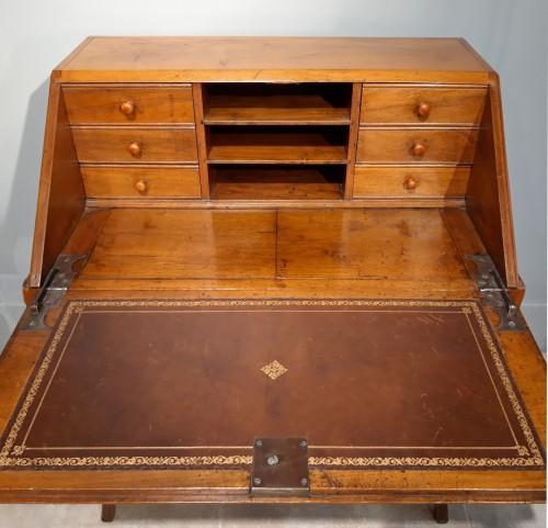 "French Louis XV desk called ""dos d'âne"", 18 th century - Louis XV"