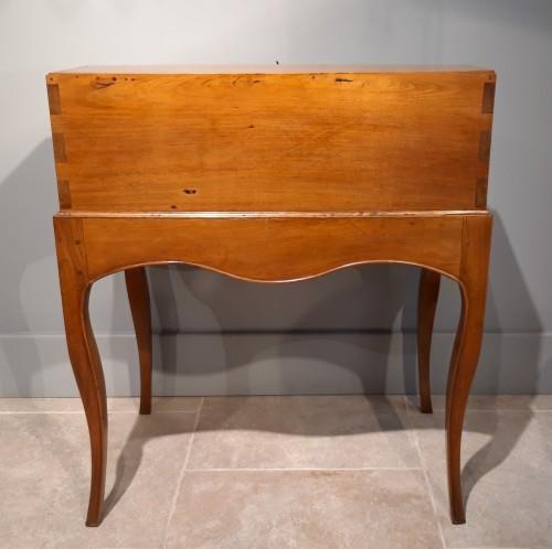 "Antiquités - French Louis XV desk called ""dos d'âne"", 18 th century"