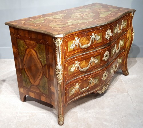 Exceptional Dresser Regency Dauphiné early 18th century - French Regence
