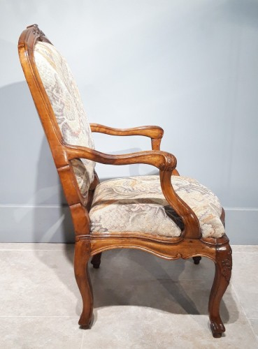 "Louis XV - Italian armchair ""chassis"", 18th century"