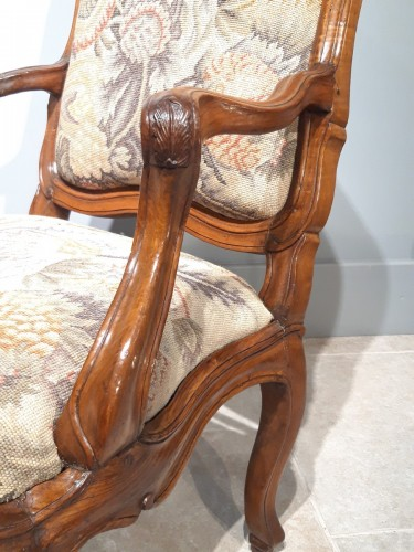 "Antiquités - Italian armchair ""chassis"", 18th century"