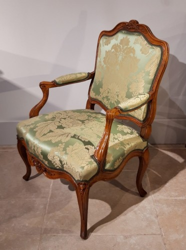 Louis XV armchair with flat back - Seating Style