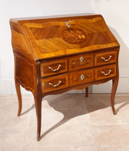 Desk Louis XV in walnut and marquetry - Furniture Style Louis XV