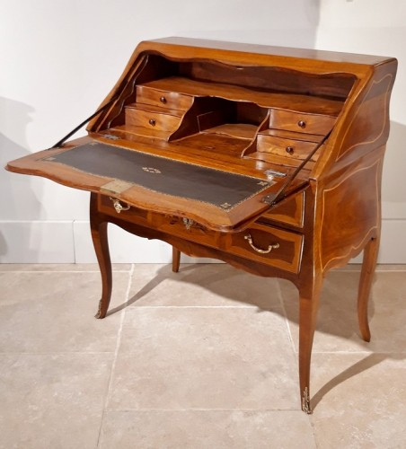 Desk Louis XV in walnut and marquetry -