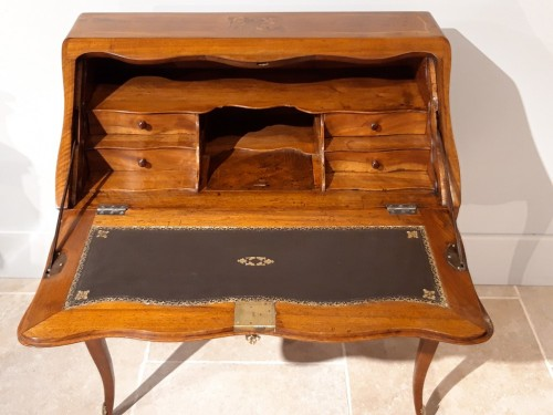 18th century - Desk Louis XV in walnut and marquetry