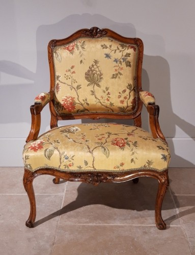 Pair of Louis XV armchairs in walnut, 18th  century - Seating Style Louis XV