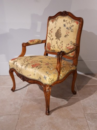 Seating  - Pair of Louis XV armchairs in walnut, 18th  century