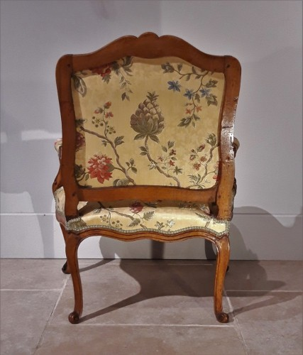 18th century - Pair of Louis XV armchairs in walnut, 18th  century