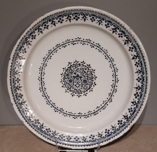 Antiquités - Large 18th century Rouen earthenware dish