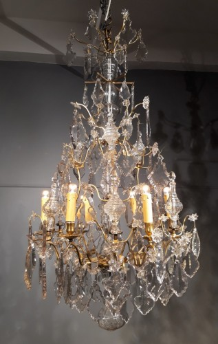 Chandelier in crystal and bronze, 18th century