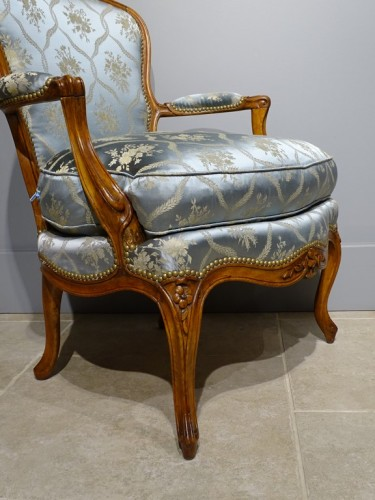 Pair of cabriolet armchairs, Louis XV stamped OTHON -