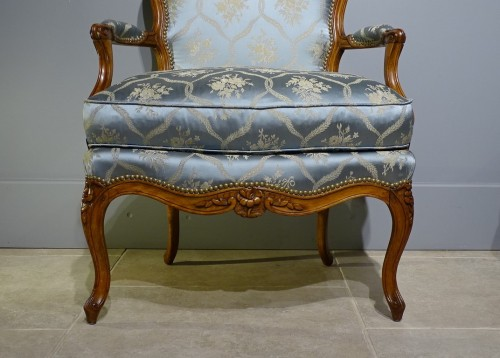Louis XV - Pair of cabriolet armchairs, Louis XV stamped OTHON