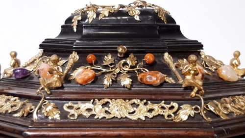 19th century - Late 19th century  jewelry box decorated with bronzes and hard stones