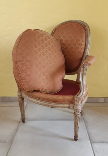 18th century - Pair of Louis XVI armchairs ''medallion'' stamped BERNARD