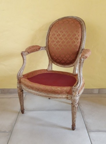 Pair of Louis XVI armchairs ''medallion'' stamped BERNARD - Louis XVI