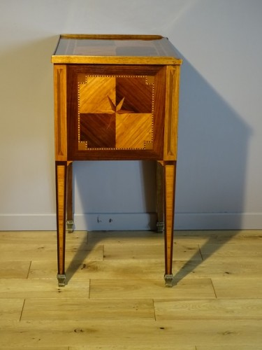 Louis XVI chiffonier table in marquetry -
