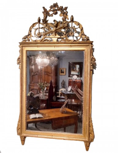 French Louis XVI mirror, in gilded wood