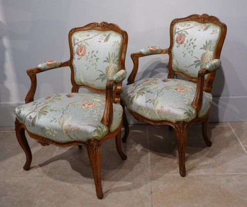 """Pair of Louis XV armchairs """" cabriolet"""" - Seating Style Louis XV"""