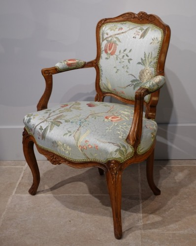 """Seating  - Pair of Louis XV armchairs """" cabriolet"""""""