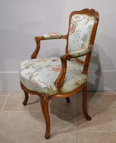 """Pair of Louis XV armchairs """" cabriolet"""" -"""