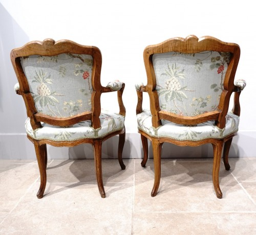 """18th century - Pair of Louis XV armchairs """" cabriolet"""""""
